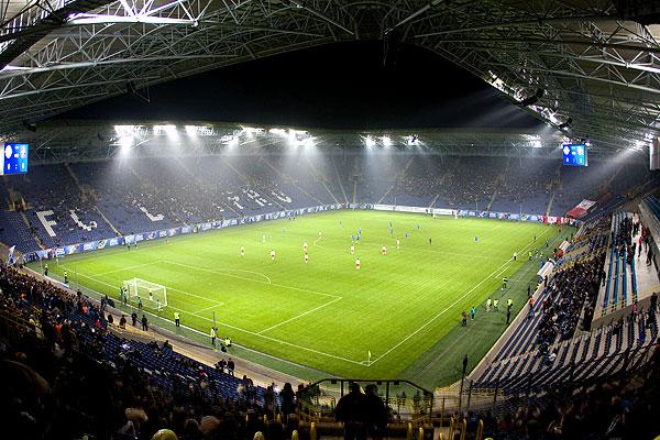 Днепр. Стадион: «Днепр-Арена»